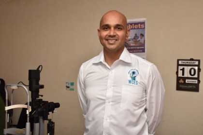 Vitreo-Retinal Specialist and head of World Class Eye Surgeons (WCES), Dr. Ronnie Bhola