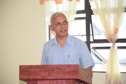 Minister of Communities, Ronald Bulkan speaking with the Mayors, Deputy Mayors and Councillors of RoseHall, Corriverton and New Amsterdam at a meeting in Berbice