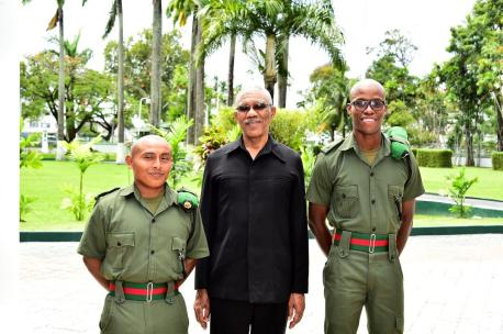 President David Granger flanked by Second Lieutenant Francisco Choc (left) and Second Lieutenant Caleb Rodriguez from the Belize Defence Force
