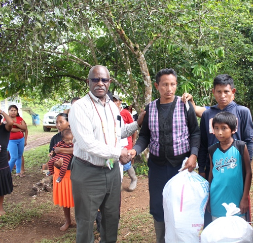 Minister of Citizenship, Winston Felix donating hampers to a Venezuelan family