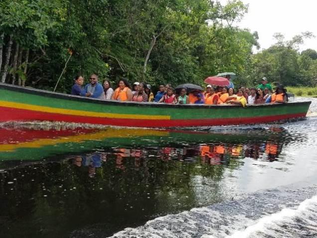A boatload of visitors heading to Santa Aratack.