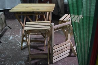 The picnic furniture made using wood pallets