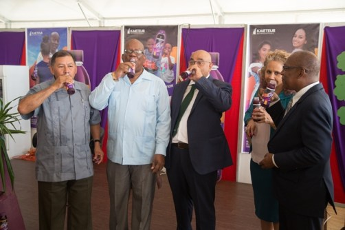 Minister of Indigenous Peoples' Affairs, Sydney Allicock and Minister of Finance, Winston Jordan join IDB's Country Representative, Sohpie Makonnen, IAST Chair, Dr. Suresh Narine and Chair of the Expo, Eric Phillips in sampling the new drink.