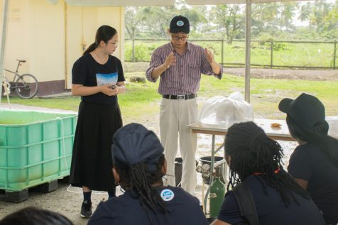 Aquaculture trainees being guided by Professor Chen Jiayou