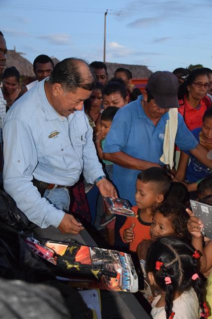 Minister of Indigenous Peoples' Affairs, Sydney Allicock distributing toys at St. Ignatius, Region Nine.