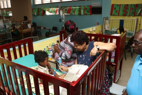 Minister of Social Protection Amna Ally distributing gifts to the little ones in the Pediatric Ward.
