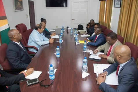 Prime Minister, Moses Nagamootoo along with Minister of State, Joseph Harmon and Minister of Natural Resources, Raphael Trotman meeting with the Deputy Minister of Mineral Resources of South Africa, Godfrey Oliphant, and his delegation.