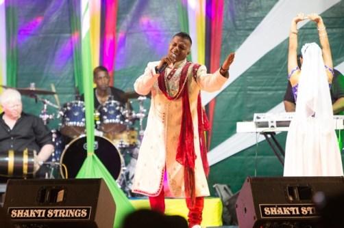 Pooran Seeraj belting out the lyrics to 'GT Ladki'.