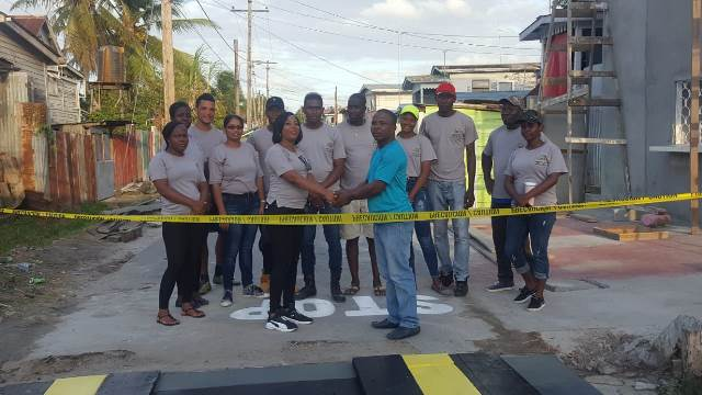 Chairman of Industry/Plaisance Local Authority Area (LAA), Rodwell Lewis, and students of the University of Guyana.
