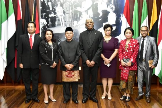 President David Granger, this morning, accepted the Letters of Credence from Julang Pujianto at the Ministry of the Presidency, accrediting him as the new Ambassador of Indonesia to Guyana.