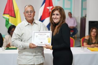 Cuban Ambassador presents a certificate to one of the doctors