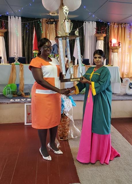Shyama Paltu Naidu receiving her top performing award from ACEO Primary, Carol Benn.