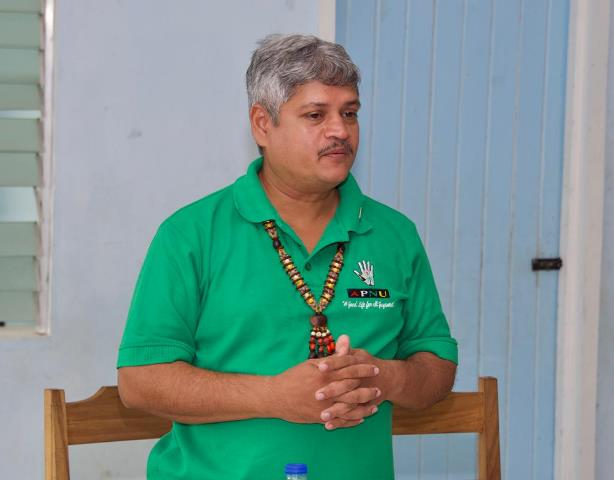Minister within Ministry of Public Infrastructure, Jaipaul Sharma addressing the residents during the meeting at Potarinau