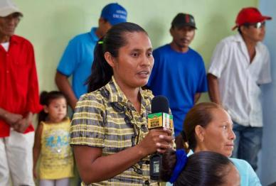 A resident of Potarinau raises an issue during the community meeting