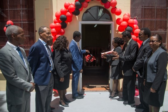 Government and legal officials at the opening of the Drug Treatment Court