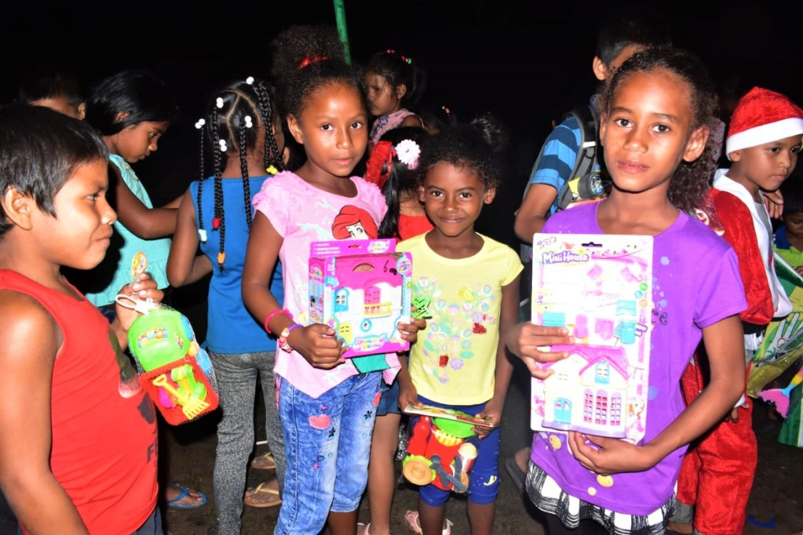 Children of Kwebanna with their Christmas gifts