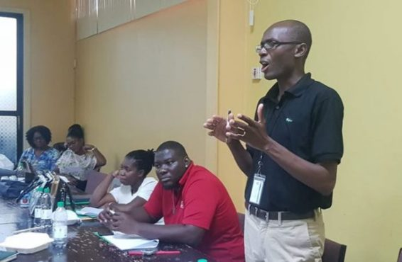 Dr. Alexandre makes a presentation to the field officers at the MDA meeting in Region 10.