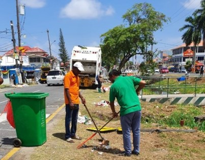 Mayor of Georgetown His Worship Pandit Ubraj Narine pitches in to help with the City Council clean up exercise of the Mashramani route.