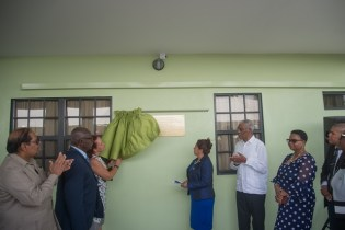 Members of the Campbell family with Ministers of Government unveiling the plaque.