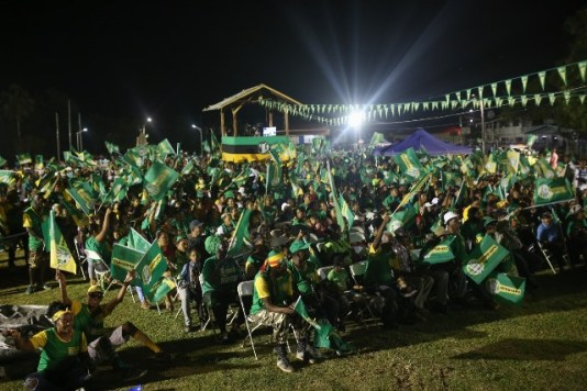 A section of the crowd at the rally at the Mahdia Oval in Region 8.