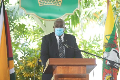 Prime Minister, Hon. Brigadier (ret'd) Mark Phillips delivers his address at the ceremony