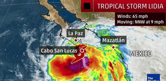 """""""Lidia"""" toca tierra en Los Cabos"""
