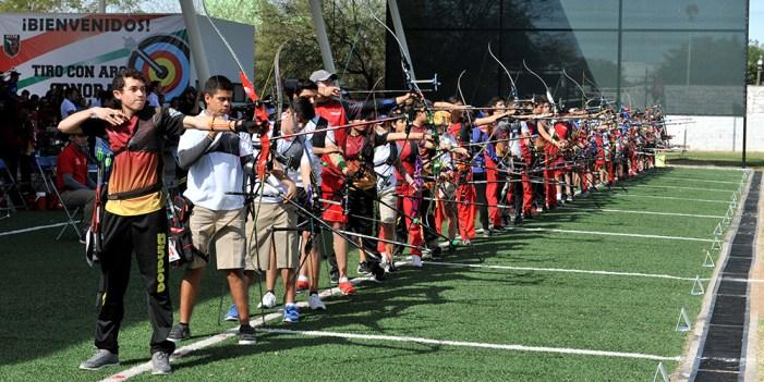 Destaca la Ola Roja en Olimpiada Regional de Atletismo y Tiro con Arco
