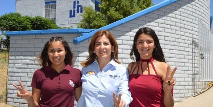 Se compromete Angélica Miranda con necesidades de universitarios