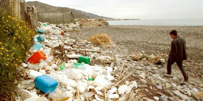 Plantea experto crear leyes para que se produzca menos plástico