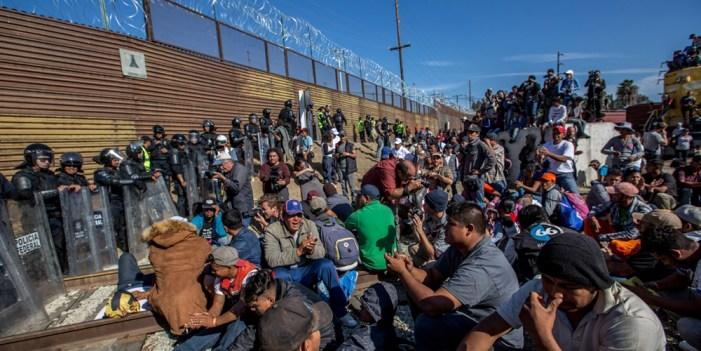 Captura Border Patrol a 42 migrantes que entraron a por la fuerza