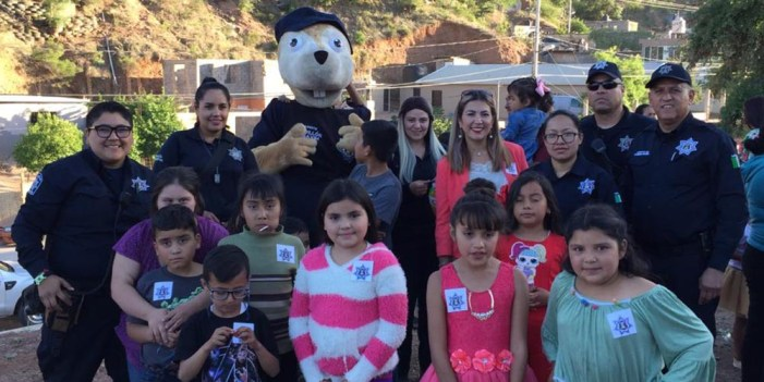 Policía Preventiva festeja a niños en la Colosio
