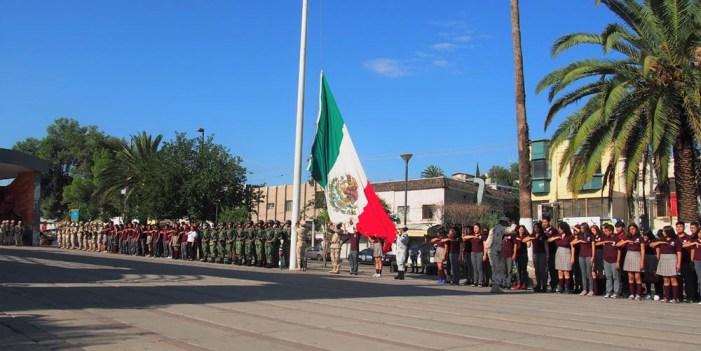 Celebran Nogales mes Patrio