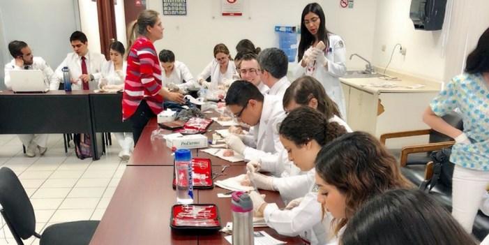 Felicita Salud Sonora a los médicos en su día