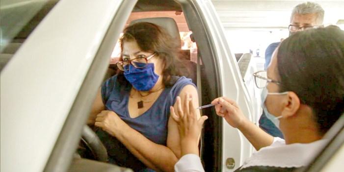 Vacunan a 67 mil 700 adultos en Hermosillo