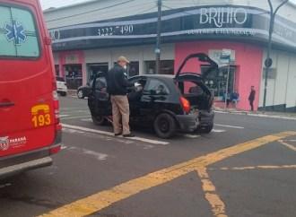 Vídeo: Colisão traseira deixa mulher ferida no Centro de Ponta Grossa