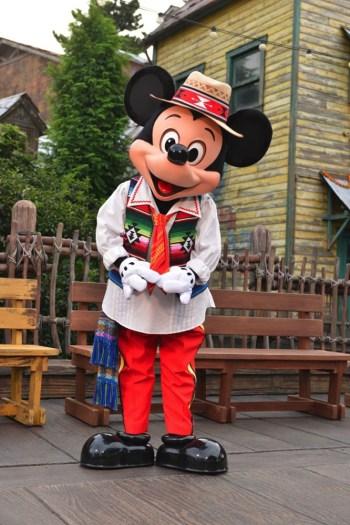 メンバー限定パーティ2015に登場するミッキー (c)Disney