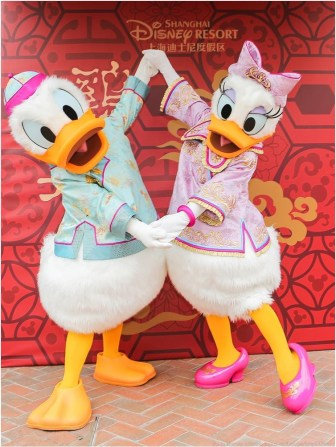 Disney Characters in Chinese traditional attire send sincere wishes to guests 1 (c)Disney
