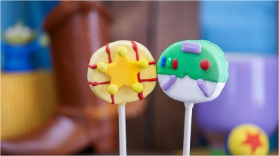 PIXAR TREATS COMING TO BING BONGíS SWEET STUFF AT DISNEY CALIFORNIA ADEVENTURE PARK (ANAHEIM, Calif.) ñ Coming to Pixar Pier later this summer, Bing Bongís Sweet Stuff is a delightfully colorful merchandise and confectionery location. Part of the sweet lineup will be a series of seasonal ìBuddyî cake pops ñ featuring characters such as WallïE and Eve, and Buzz and Woody. (Disneyland Resort)
