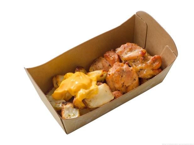 カレー風味チキン&ベイクドポテトのチーズソース 500円(ハドソンリバー・ハーベスト) (c)Disney