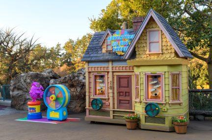 デコレーション(ゲームブース) (c)Disney/Pixar