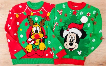 セーター 各 5900円 (c)Disney