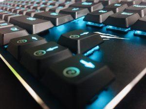 """「ASUS ROG Strix Flare」レビュー。""""多機能かつ外観にもこだわりたい""""ゲーマーの希望を叶えるゲーミングキーボード"""
