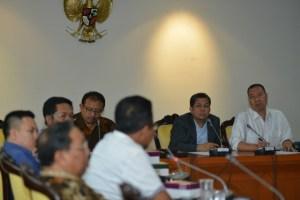 Wakil Ketua DPR RI, Fahri Hamzah didampingi oleh anggota Komisi I, M. Syafrudin Bajo dan anggota Komisi XI Willgo Zainar menerima perwakilan anggota DPRD Nusa Tenggara Barat,