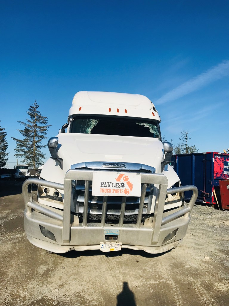 medium resolution of 2018 freightliner cascadia