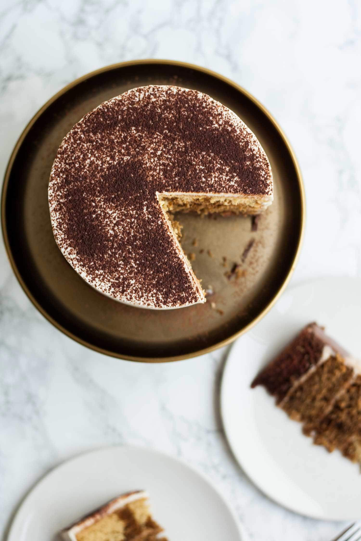 Tiramisu Layer Cake avec Ombre Mascarpone Glaçage - ce gâteau de tiramisu décadent est parfait pour les toxicomanes de café - c'est léger et savoureux et c'est un gâteau d'anniversaire idéal!  |  Eatloveeats.com