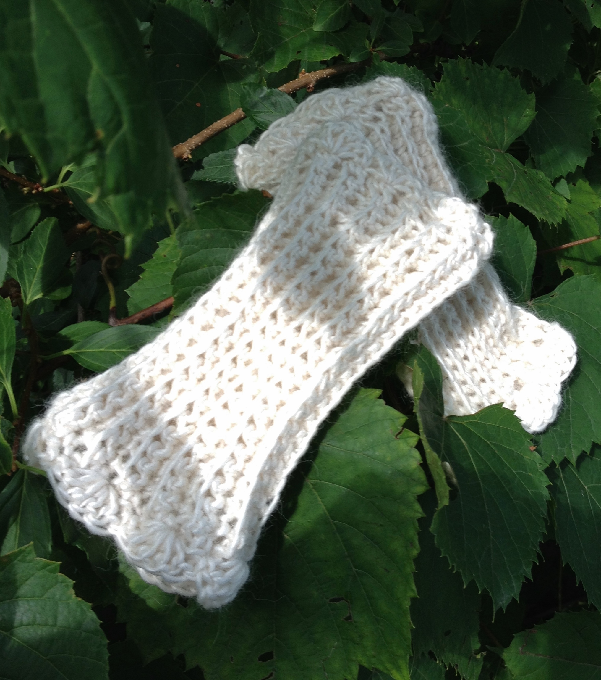 Ribbed Fingerless Gloves with Scalloped Edge