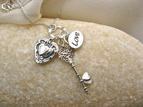 A 3-part necklace especially for your loved one
