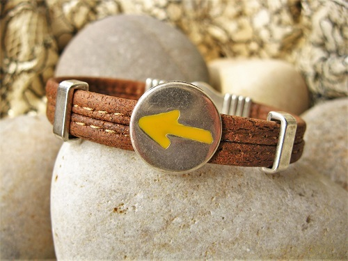 This unique cork bracelet features the Way of St James yellow arrow