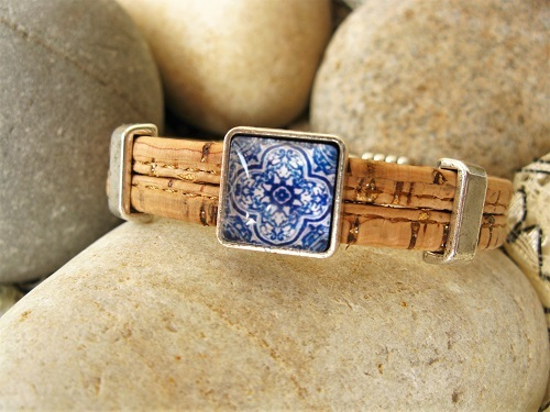 Natural cork with slivers of silver and mosaic tile slider