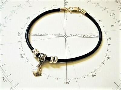 Camino de Santiago memento - scallop bead bracelet
